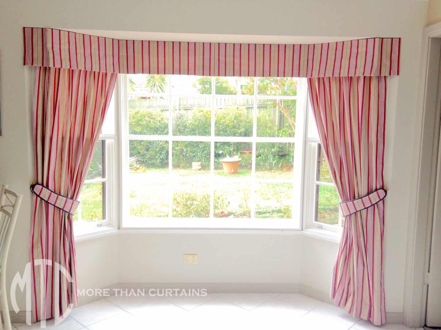 Bay Window Box Pleat Valance And Side Drapes Thompson S Corner More Than Curtains