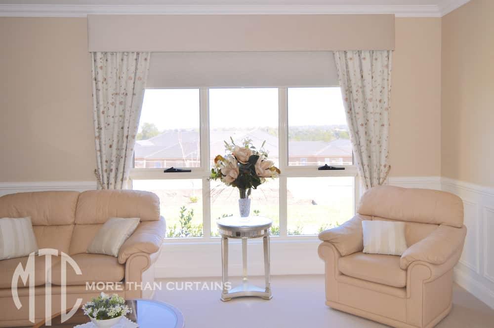 Floral curtains with velvet pelmet & tiebacks.