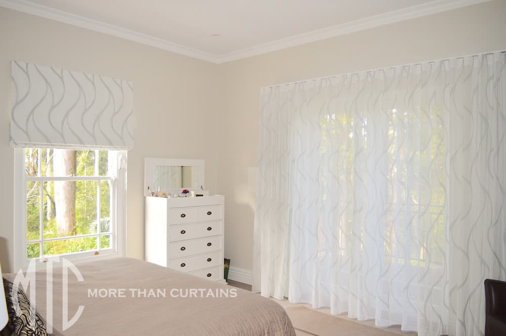 Marble patterned sheer curtains with matching Roman blind